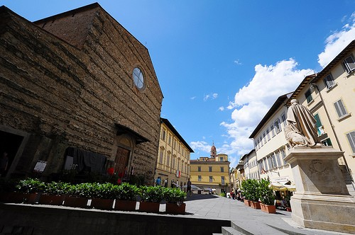 Photo piazza san francesco in arezzo pictures and images for Piazza san francesco prato