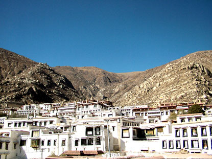 Photo lhasa case in Lhasa - Pictures and Images of Lhasa - 415x311  - Author: Editorial Staff, photo 21 of 43