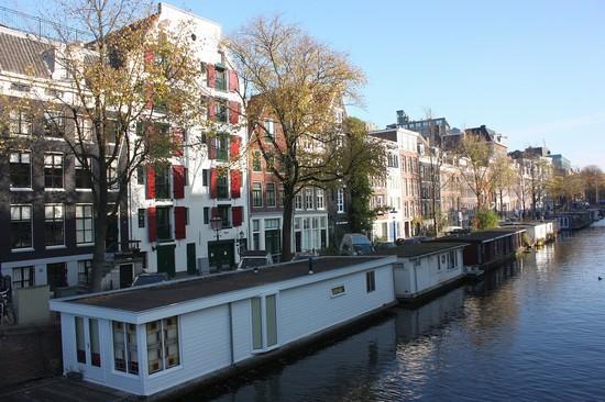 Foto i canali di amsterdam a amsterdam 550x366 autore for Case galleggianti amsterdam