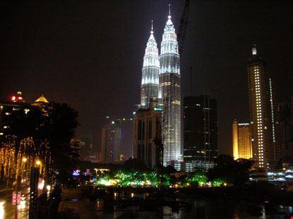 8693 kuala lumpur petronas towers illuminate