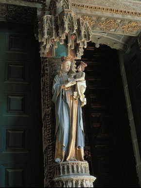 Photo pamplona scultura all interno della cattedrale in Pamplona - Pictures and Images of Pamplona - 290x385  - Author: Editorial Staff, photo 2 of 14