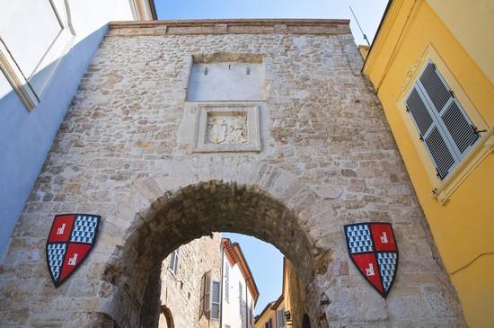 Foto porta romana a san gemini 550x365 autore - Pub porta romana ...