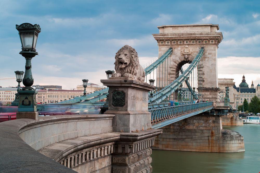 Budapest_shutterstock_128745389