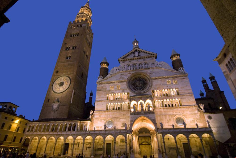Cremona_15570346