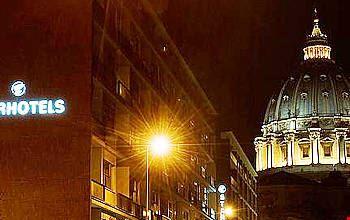 L'esterno di notte