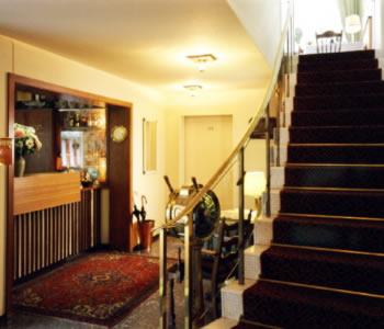 motel hamburg a amburgo confronta i prezzi. Black Bedroom Furniture Sets. Home Design Ideas