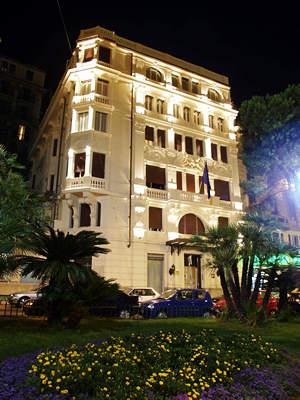 Hotel continental genova in genoa compare prices for Bel soggiorno genova