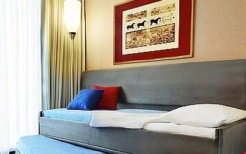 novotel marseille est la valentine marseille. Black Bedroom Furniture Sets. Home Design Ideas