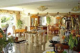 das weisse hotel an der elbchaussee hamburg a amburgo. Black Bedroom Furniture Sets. Home Design Ideas
