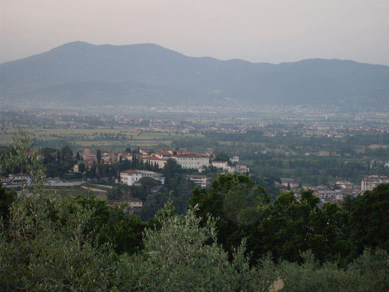 1280px-Veduta_del_Castello_di_Signa_da_Villa_Bellosguardo