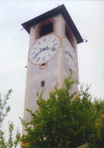 l_emblema_rappresentativo_di_revello_il_campanile