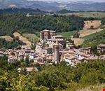 il_paese_del_tartufo_e_dei_mercatini_del_natale