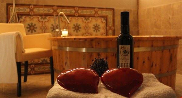 fattoria_del_colle_massaggio_di_coppia_e_vinoterapia