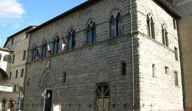 1280px-Città_di_castello,_palazzo_dei_priori_01.jpg