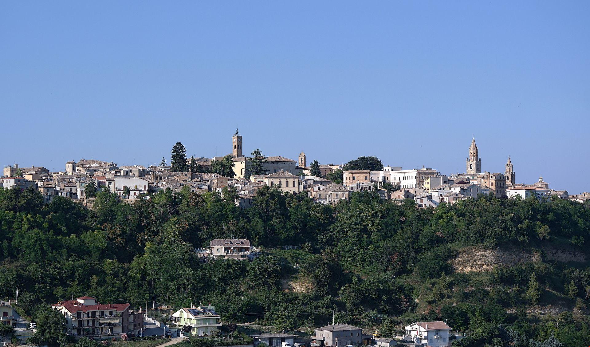 Atri_panorama_dal_Colle_di_Giustizia_001