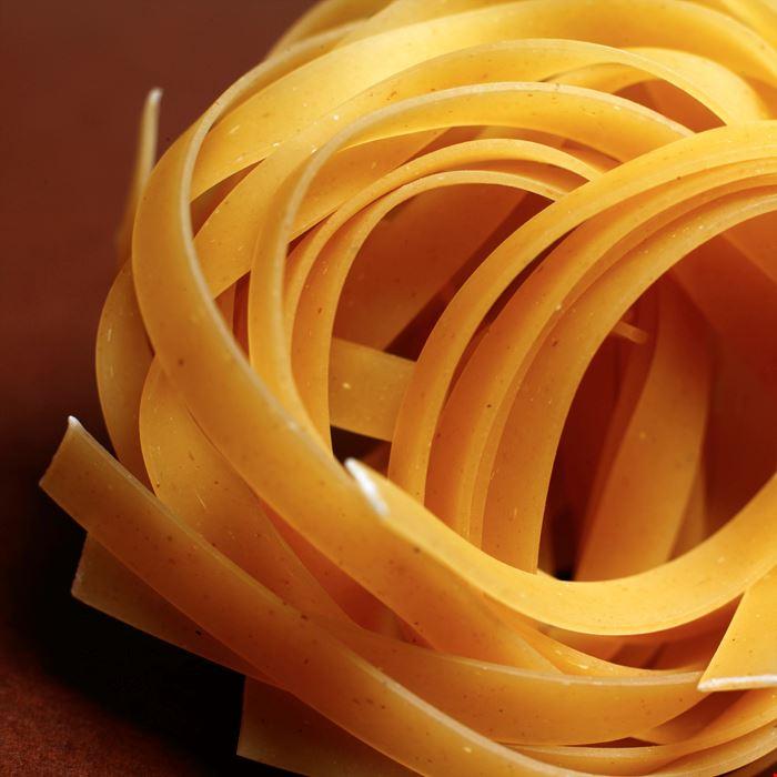 Dry_tagliatelle_pasta