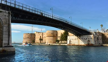 Taranto_Castello e ponte girevole_ph Carlo Elmiro Bevilacqua