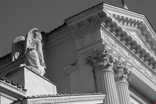 particolare chiesa fronte ara pacis roma