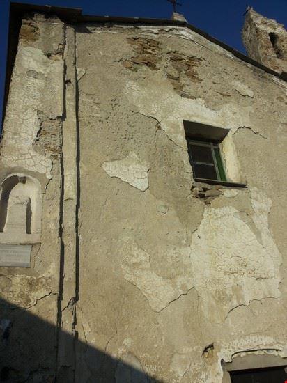 Camporoso chiesa di S. Andrea particolare della facciata