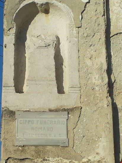 Camporoso chiesa di S. Andrea il cippo funebre