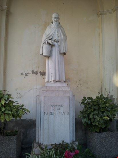 Statua del patrono del paese