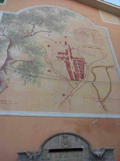 Murale con la pianta del paese medioevale