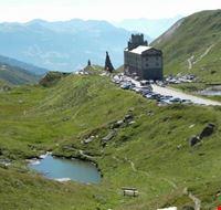 101750 la thuile l  ospizio del piccolo san bernardo visto dal giardino alpino chanousia