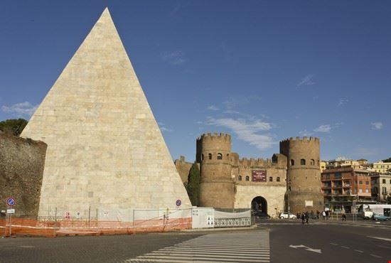 roma piramide cestia