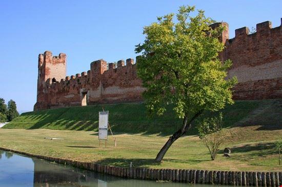 castello di castelfranco veneto - mura