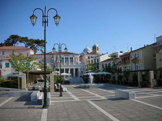 karlovasi - piazza principale