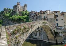 Dolceacqua e Castello Doria sullo sfondo