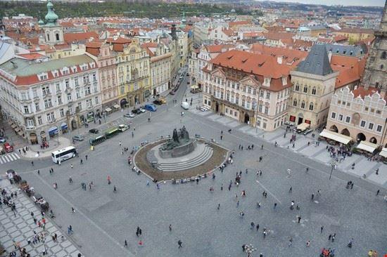 piazza della citta vecchia vista dalla torre dell orologio praga