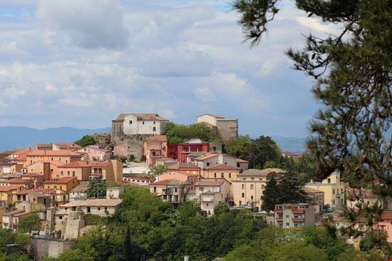 Panorama primaverile di Montecalvo Irpino.