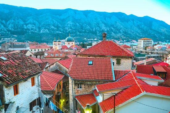 Vista del centro storico di Kotor