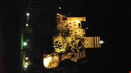 Il castello di dracula in notturna...