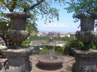 viterbo villa lante fontana del quadrato o dei mori e giardino all  italiana