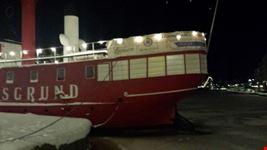 helsinki barche in mezzo al ghiaccio