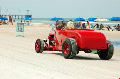 daytona beach macchina sulla spiaggia