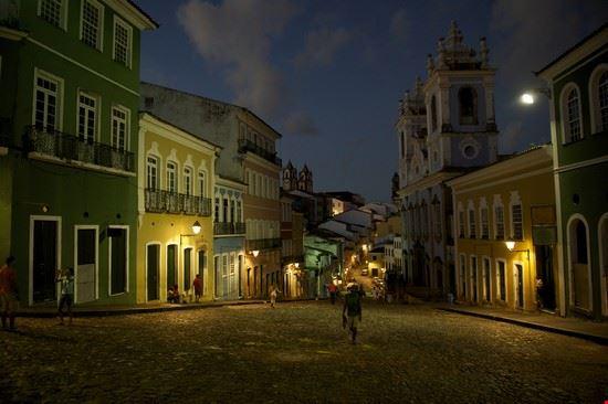 salvador de bahia at night (pelourinho)