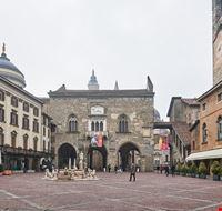 107934 bergamo piazza vecchia