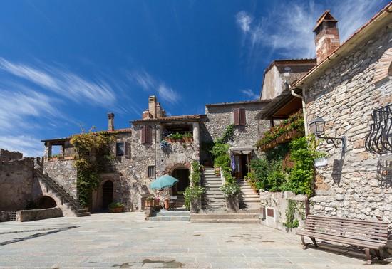 Capalbio guida turistica for Vedere case online