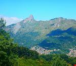 Fondachelli Fantina sovrastato da Rocca Salvatesta e Rocche di Durante