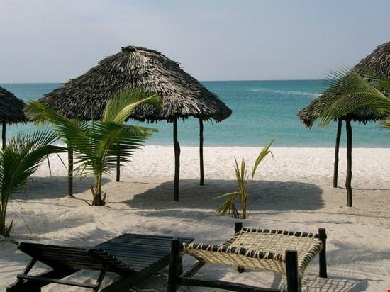 dar es salaam kigamboni beach