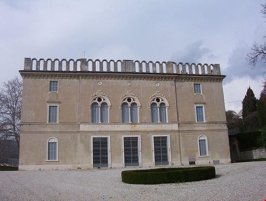 Facciata della villa Rizzardi a Negrar, in Valpolicella (provincia di Verona)