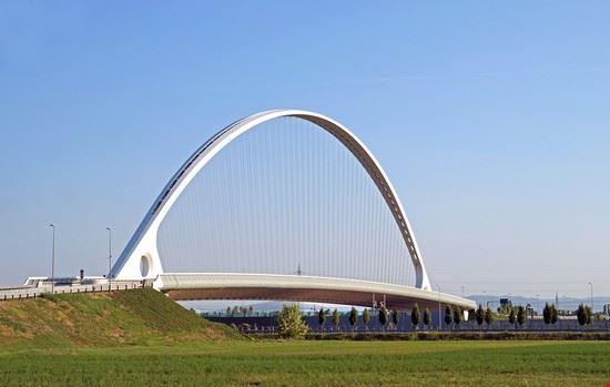 Foto ponte di calatrava a reggio emilia 550x349 autore for Foto di ponti coperti