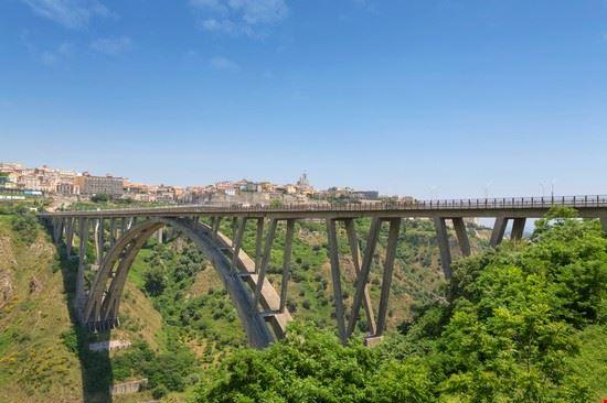 Foto ponte bisentis a catanzaro 550x366 autore for Disegni di ponte a 2 livelli