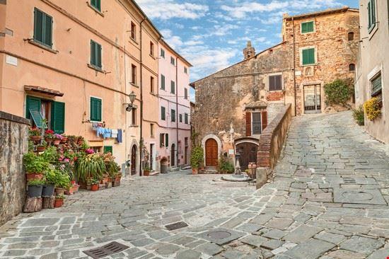 Castagneto carducci guida turistica for Vedere case online