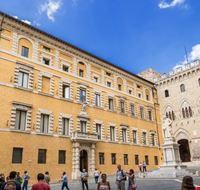 111835 siena piazza salimbeni