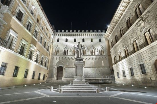 111836 siena piazza salimbeni