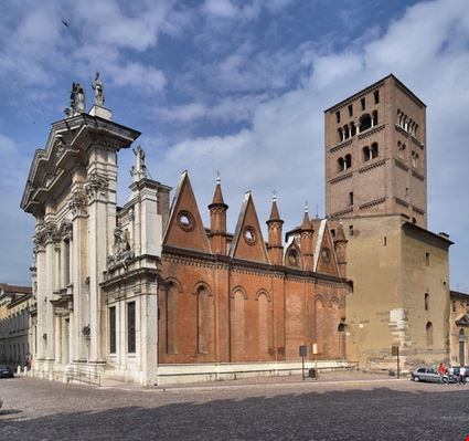 mantova s peter cathedral